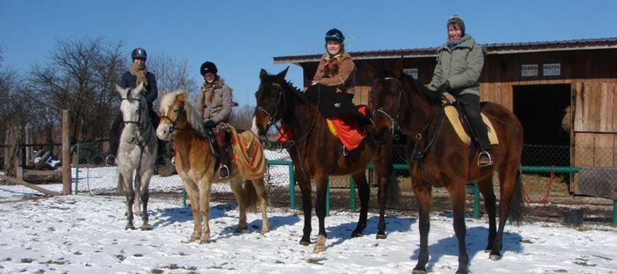 Jeźdźcy w mało wiosennej, a wręcz zimowej aurze pokonali 25 km trasę
