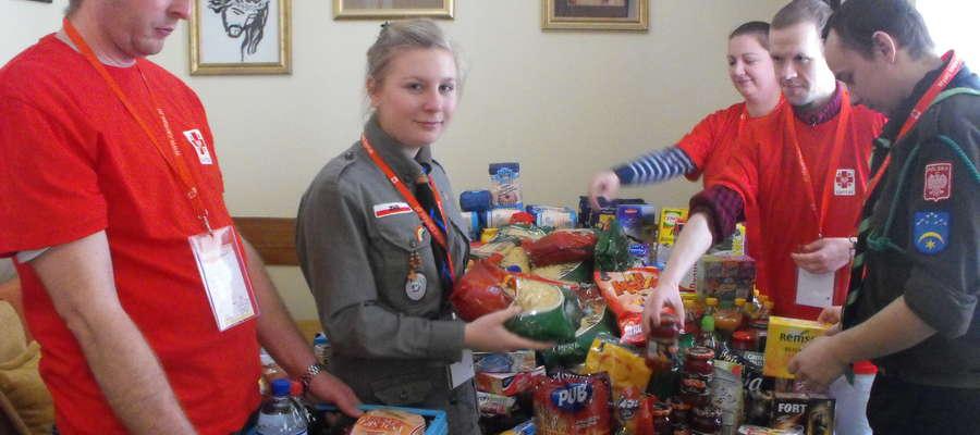 Harcerze i wolontariusze zebrali blisko pół tony żywności