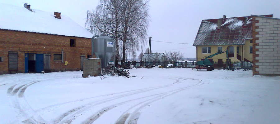 Gospodarstwo państwa Tuszyńskich znajduje się z dala od centrum wsi