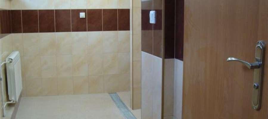 Lśniąca łazienka w Liceum w Bieżuniu