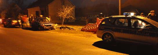 Byliśmy na miejscu zdarzenia. Opel astra po zderzeniu z płotem nie wyglądał najlepiej