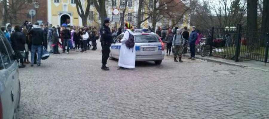 Poprzednią próbę odtańczenia Harlem Shake przerwali policjanci. Tym razem ma być inaczej