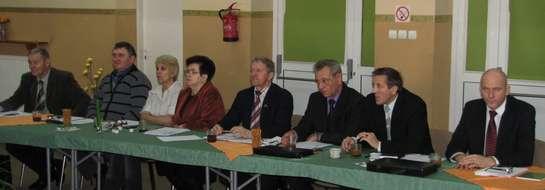 Radny Dembek (drugi z prawej) również wyraził niezadowolenie z artykułu w naszym tygodniku