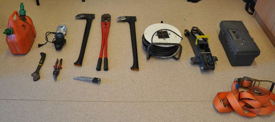 Zainteresowania sprawców cieszyły się m.in. elektronarzędzia, sprzęt RTV, paliwo, klucze mechaniczne
