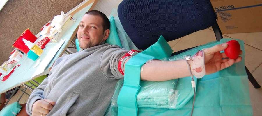 Krzysztof Ruszczyk (na zdjęciu) oddaje krew bo chce w ten sposób pomóc innym ludziom