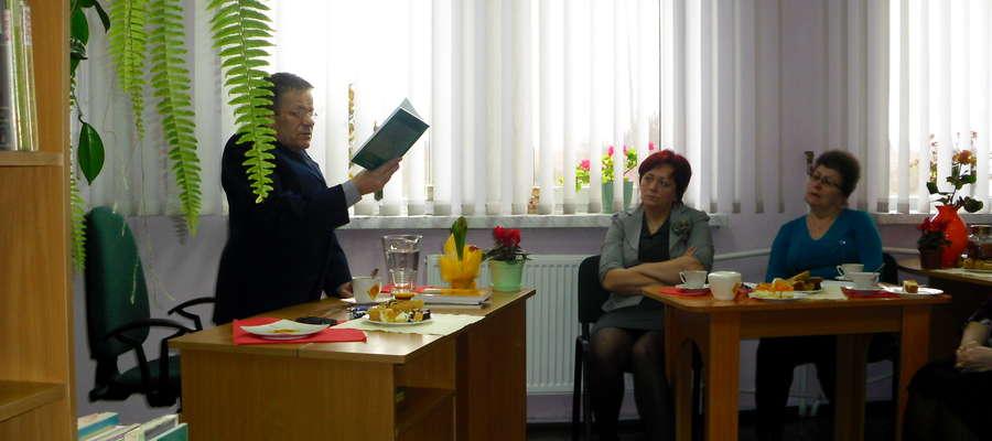 """Jerzy Górczyński opowiadał o swoich książkach, ale szczególną uwagę poświęcił najnowszej powieści """"Niewolnicy muszą odejść"""""""