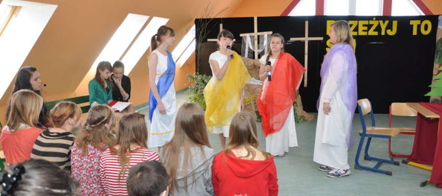 Uczniowie gimnazjum w Świętajnie wystawili wielkanocne przedstawienie