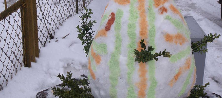 W tym roku w Bisztynku, oprócz tradycyjnych, wykonuje się też pisanki śnieżne.
