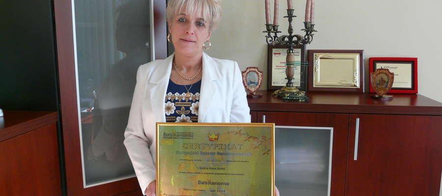 Wójt gminy Stare Juchy Ewa Jurkowska-Kawałko z certyfikatem Euro Renoma
