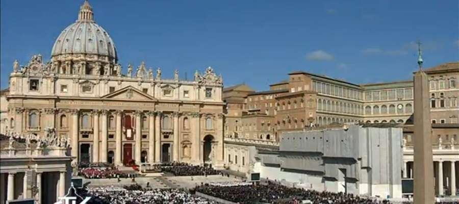 Plac Św. Piotra w Watykanie przed mszą inauguracyjną papieża Franciszka.