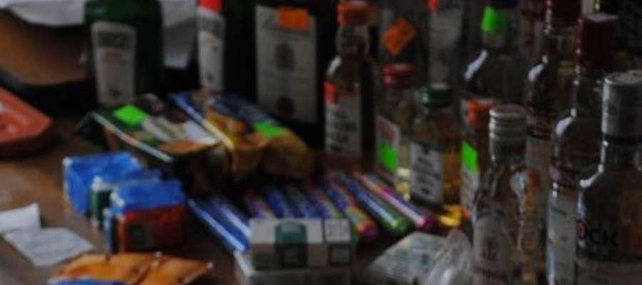 Łupem sprawcy padły artykuły spożywcze, alkohol, papierosy i pieniądze