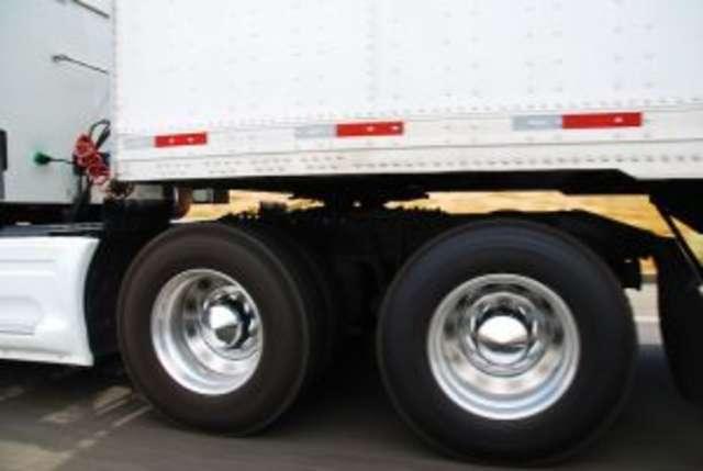 Policja nakryła złodziei paliwa z ciężarówki  na gorącym uczynku  - full image
