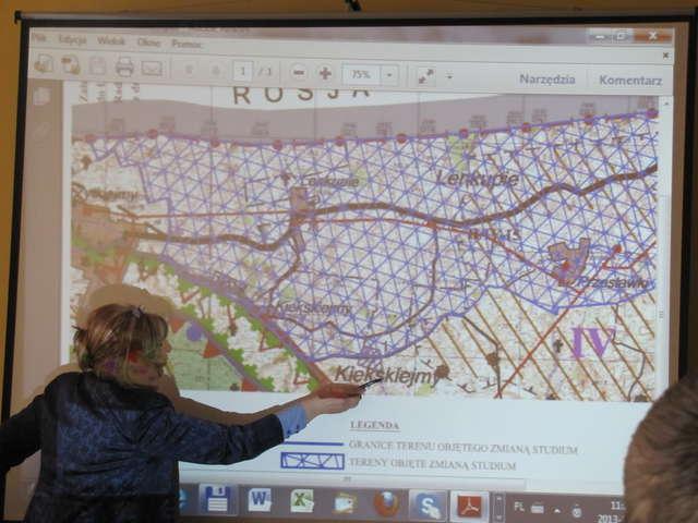 Wiatraki mogą być także zbudowane tuż przy osiedlu w Żytkiejmach - full image
