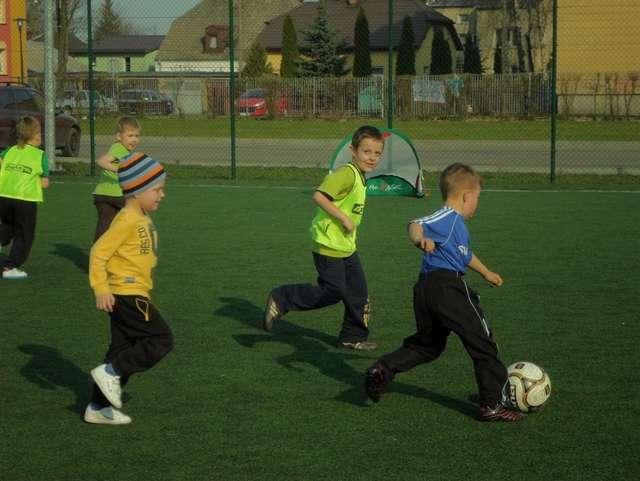 Na Orliku odbyły się pokazowe treningi Akademii Futbolu  - full image