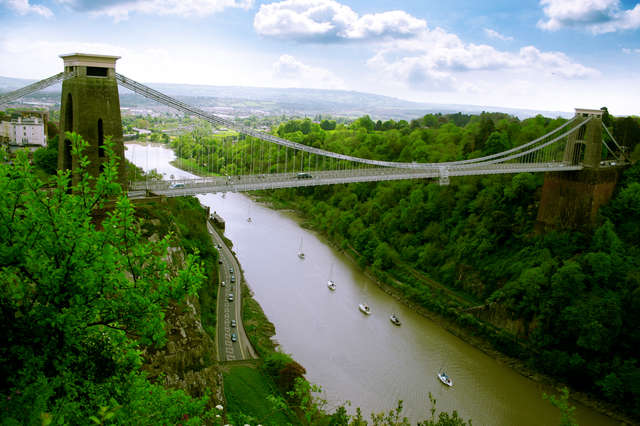 Clifton Suspension Bridge — wiszący most nad rzeką Avon - full image