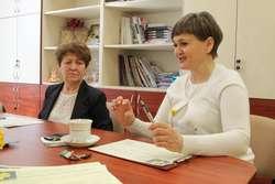 """O tegorocznej akcji """"Pola Nadziei"""" opowiadały podczas dzisiejszej konferencji Wiesława Pokropska (z lewej) i Anna Podhorodecka"""