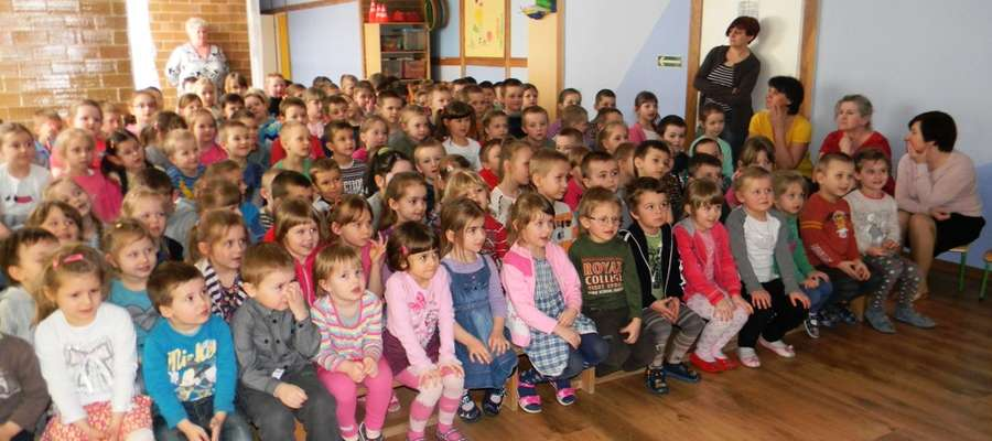Widowisko teatralne miały okazję obejrzeć przedszkolaki i uczniowie klas pierwszych