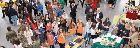 Targi cieszyły się dużym zainteresowaniem gimnazjalistów i uczniów szkół średnich. Odwiedziło je 14 zorganizowanych grup z gimnazjów i szkół średnich powiatu