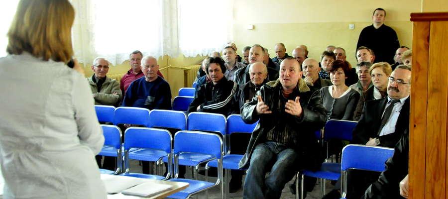 W gminie Kuczbork przedstawiciele Urzędu spotkali się z mieszkańcami (tu: spotkanie w Zielonej)