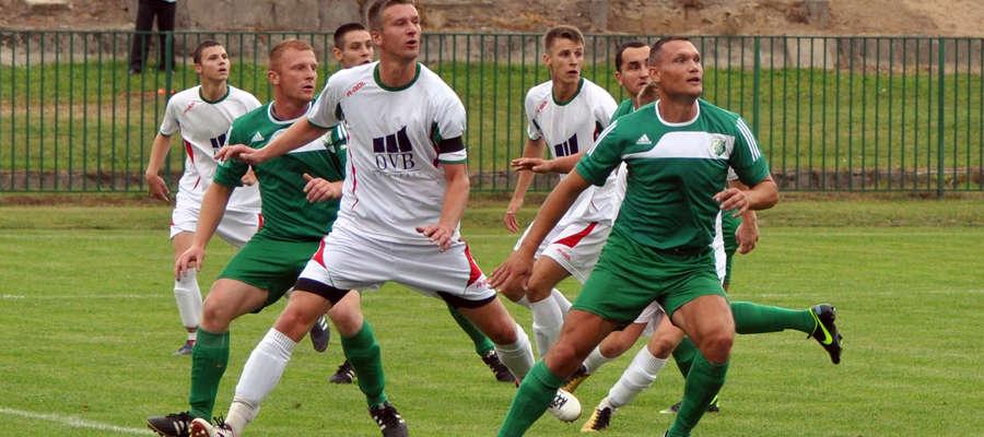 Bartosz Żelazny (w środku) okazał się skutecznym obrońcą