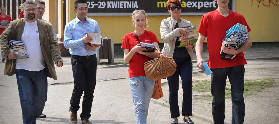 """Akcja """"Książka zamiast marihuany"""" na ulicach Żuromina"""