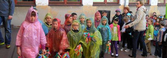 Cała szkolna brać wyruszyła ulicami Kurzętnika, by głosić ekologiczne idee
