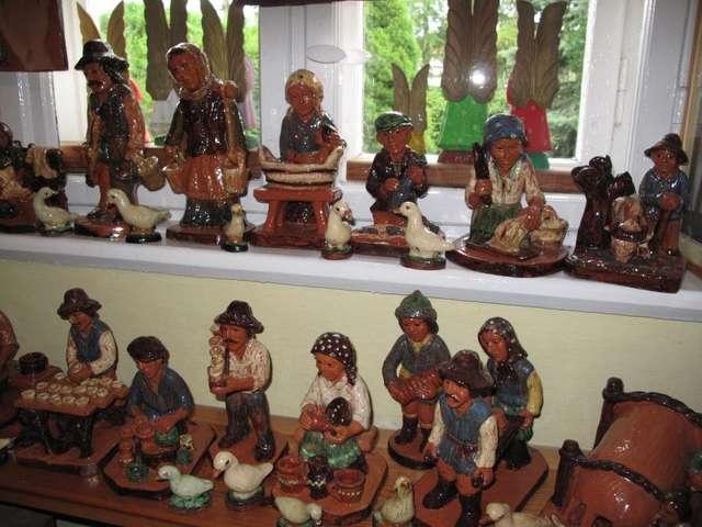 Gliniane figurki Władysławy Prucnal w Muzeum Regionalnym w Pieckach - full image