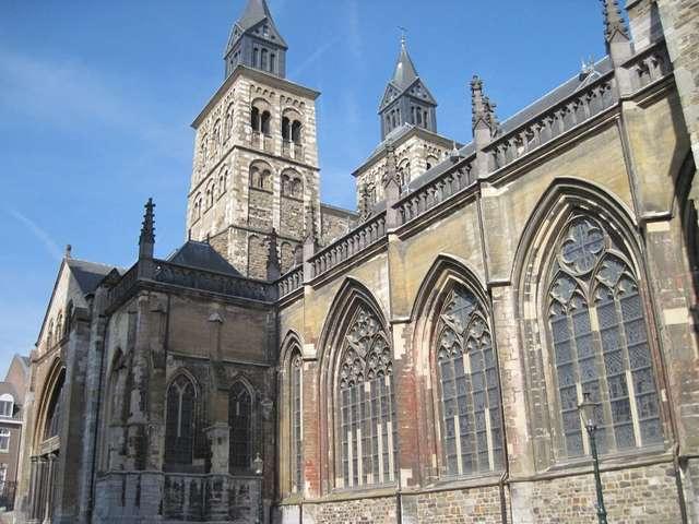Bazylika Św. Serwacego to najstarszy kościół w Holandii - full image