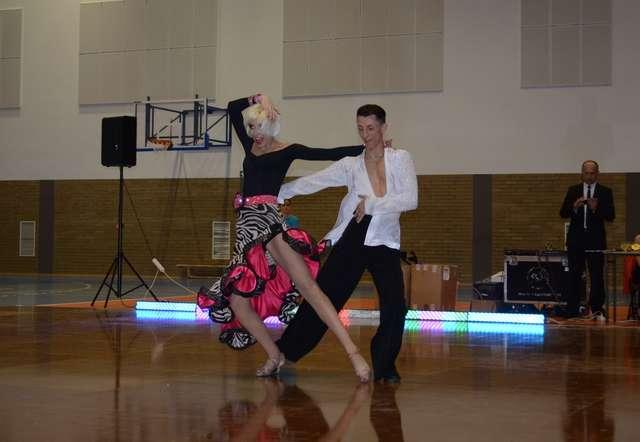 Tańczą Anna Grygo i Piotr Giglewicz - full image