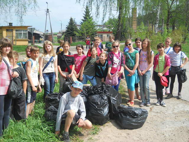 Święto Ziemi w Szkole Podstawowej w Staświnach - full image
