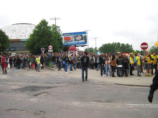 """""""Ksiądz"""" i """"papież"""" na paradzie studentów - full image"""