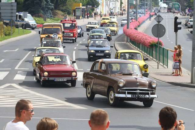 Auta PRL-u przejadą ulicami Olsztyna - full image