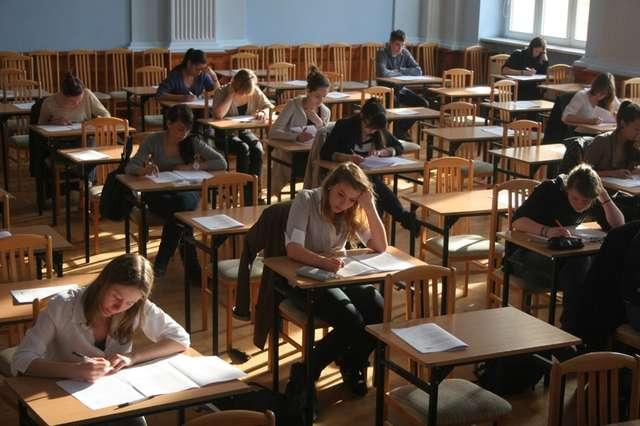 Dziś, punktualnie o godz. 9., uczniowie przystąpili do pisania matury - full image