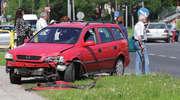 Stłuczka w godzinach szczytu. Opel uderzył w volkswagena