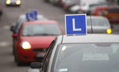 Nauka jazdy: trzeba uczyć się tyle godzin, ile ma się lat