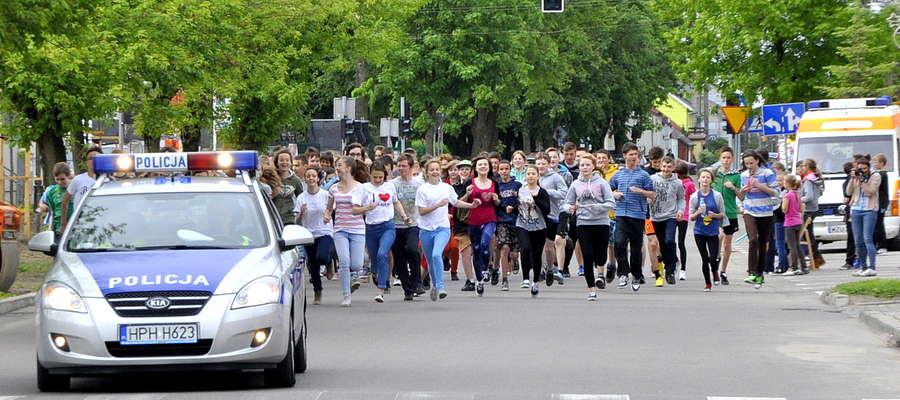 Na starcie żuromińskich biegów ulicznych gimnazjaliści