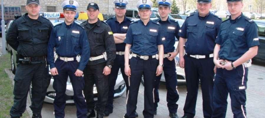 Ratownicy, którzy brali udział w akcji w Jedlankach. Wśród nich policjanci z Żuromina