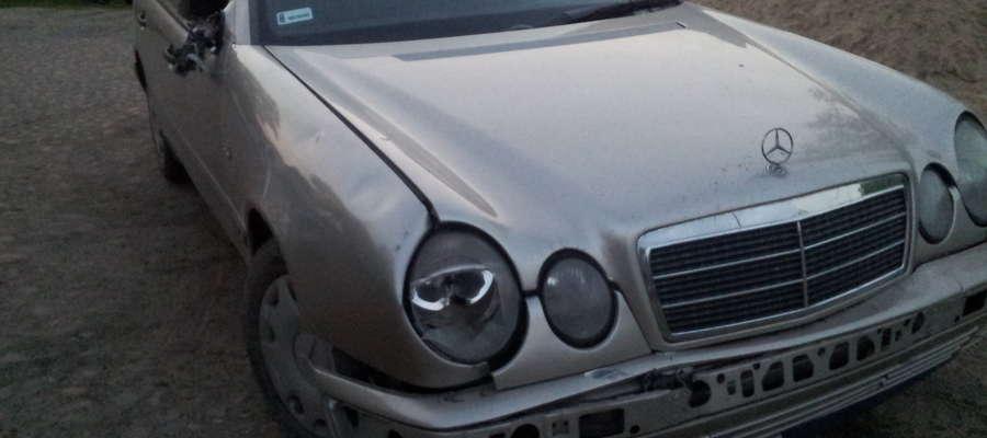 Tym mercedesem jechał sprawca wypadku