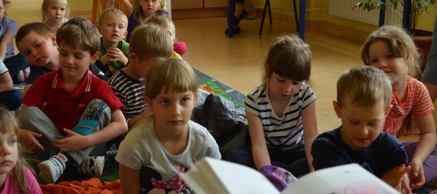 Nasza redakcja włączyła się do akcji Cała Polska czyta dzieciom. W piątek spotkaliśmy się z przedszkolakami z Mikołajek
