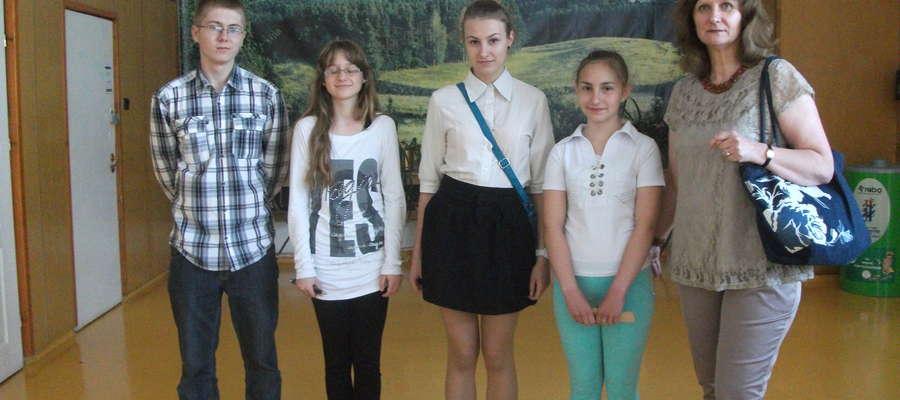 Zwycięska drużyna i pani Magdalena Anczykowska