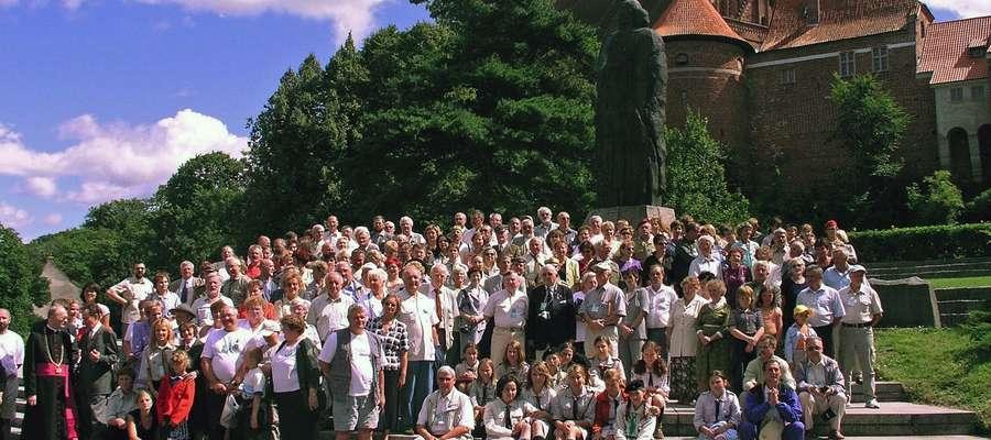 Za swoją pracę około 2400 instruktorów i harcerzy otrzymało najwyższe wyróżnienie — tytuł Honorowego Obywatela Fromborka (HOF)