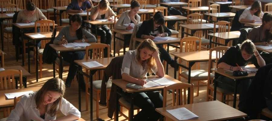 Dziś, punktualnie o godz. 9., uczniowie przystąpili do pisania matury