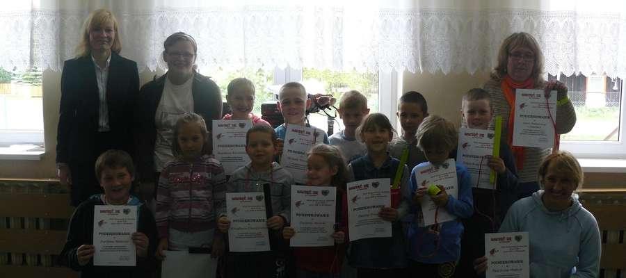 Uczniowie nagrodzeni za zaangażowanie w akcję charytatywną.