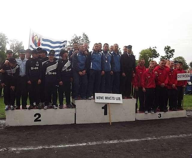Najlepsze drużyny na podium - full image