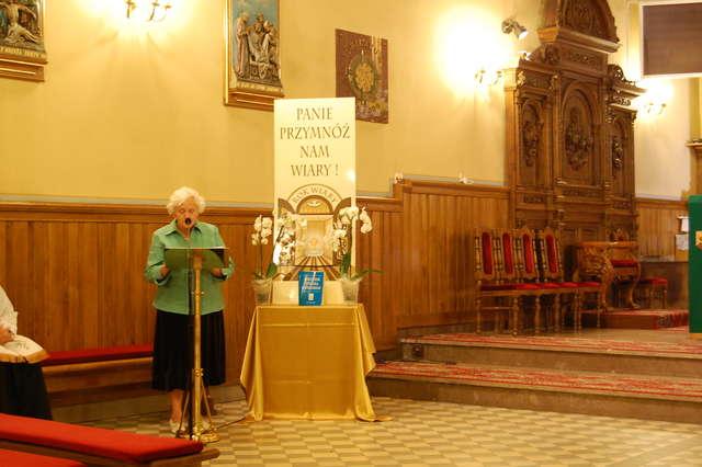 Czytają i rozważają Katechizm. Tydzień z Katechizmem Kościoła Katolickiego w Roku Wiary  - full image