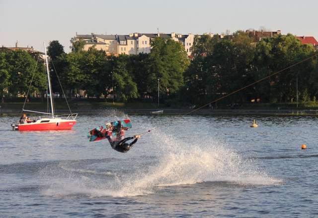 Parada jachtów i pokaz sztucznych ogni na Dni Morza w Ostródzie - full image