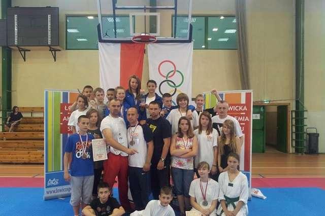 Reprezentacja Mazowsza z trenerami - full image