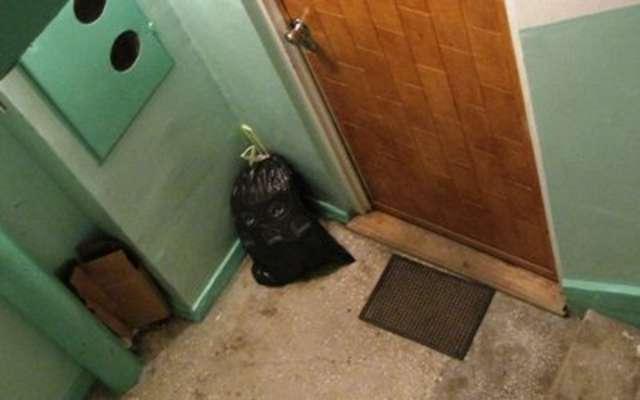 Twój sąsiad pozostawia na klatce śmieci? Istnieją na to niekonwencjonalne sposoby