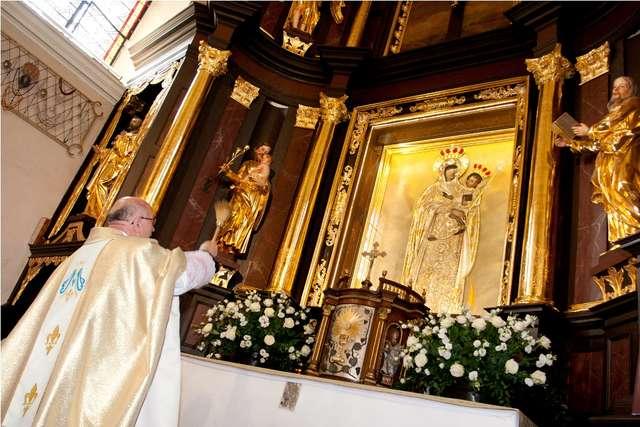 Stoczek Klasztorny: Sanktuarium Matki Bożej Królowej Pokoju - full image