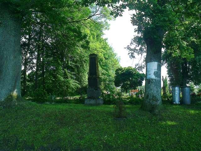 Pomnik poległych w czasie I wojny światowej w Różynce - full image